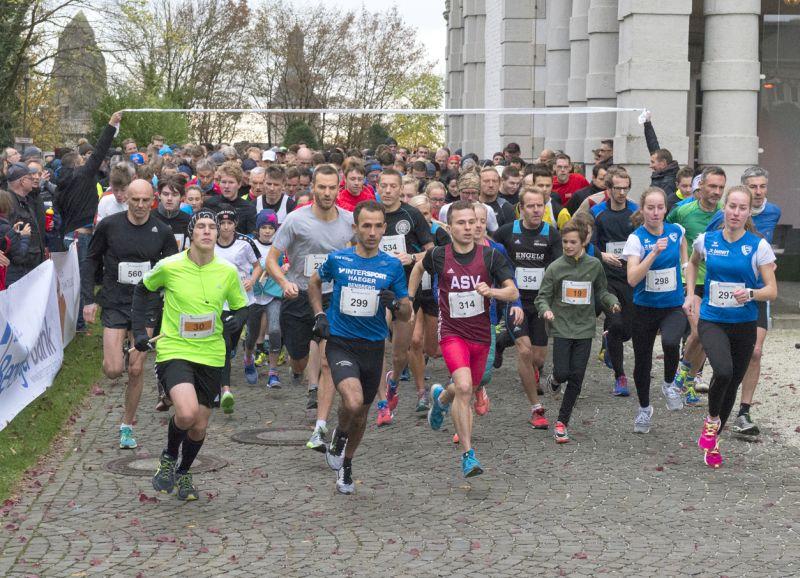 Bensberger Maratinilauf - Start am Schloss